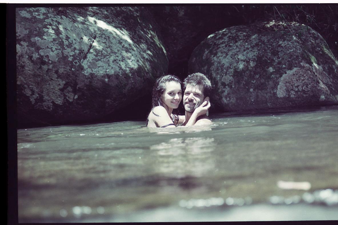 dan-e-raul-na-cachoeira-3
