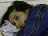 yasmin-deitada